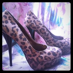 Shoes - Cheetah Print Pumps Sexy Size 9